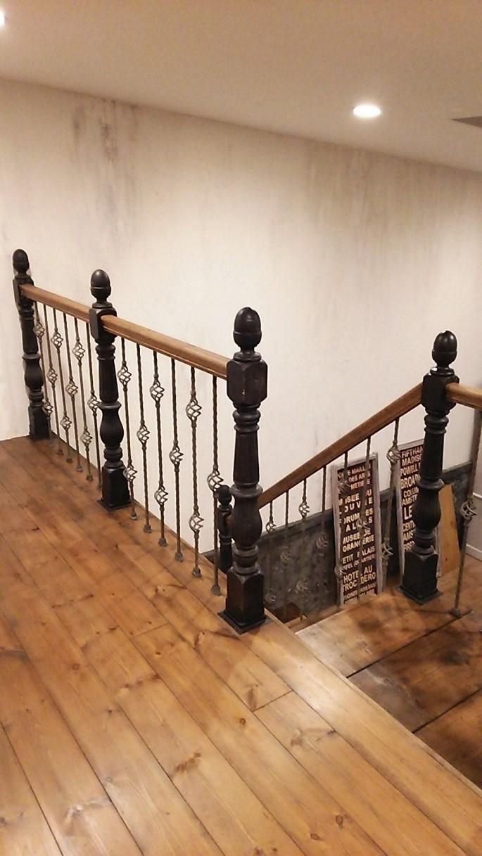 階段親柱を支えるアイアンブラケット 画像3