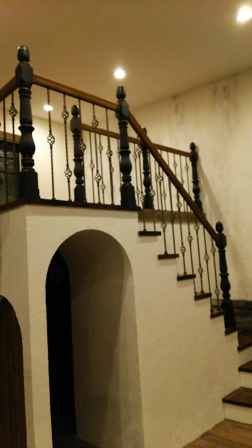 階段親柱を支えるアイアンブラケット 画像4