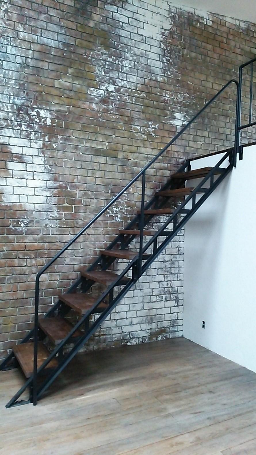 アイアン製 スケルトン階段 画像1