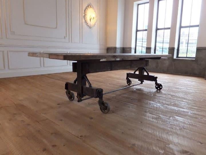重厚感あふれる古材とアイアンのダイニングテーブル 画像1