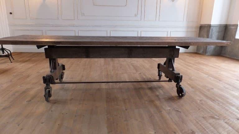 重厚感あふれる古材とアイアンのダイニングテーブル 画像2