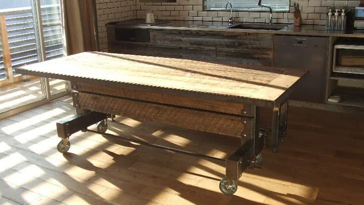 重厚感あふれる古材とアイアンのダイニングテーブル 画像4