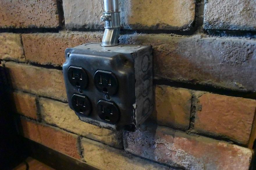 露出配管 あえて見せるコンセントやスイッチ 画像2
